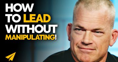 The DIFFERENCE Between LEADING and MANIPULATING! | Jocko Willink | #Entspresso